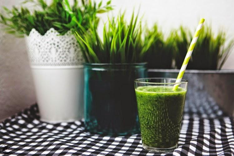 zielony koktajl ze szpinakiem