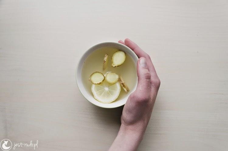 filiżanka herbaty białej z imbirem