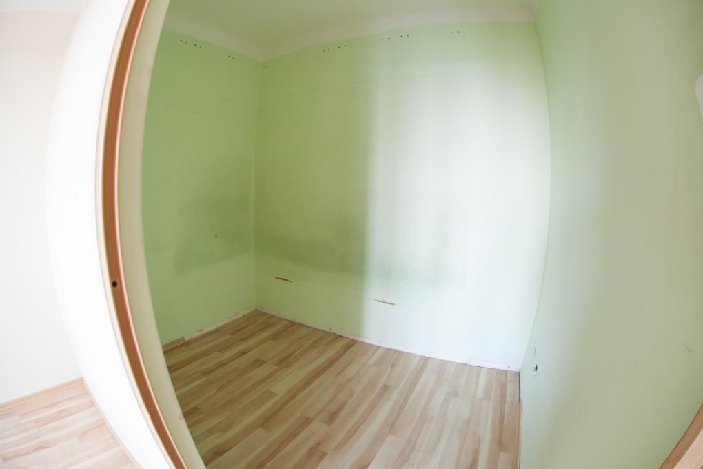 mała sypialnia w bloku - przed i po