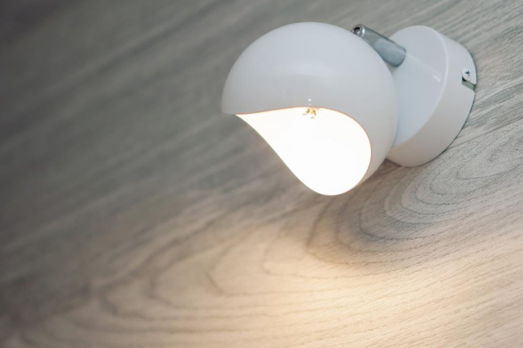 mała sypialnia - oświetlenie