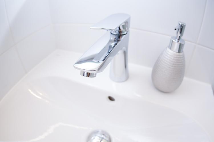 jak oszczędzać wodę i prąd